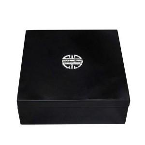 Boîte carrée laque noire et coquilles œufs - La Galerie Equitable